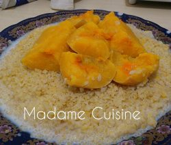 Traditionele Marokkaanse Couscous met melk en pompoen