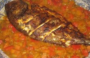 Dorade vis in de oven met champignons of garnalen