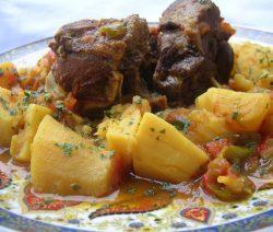 Tajine van geitenvlees met zoete aardappelen