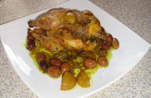 Krokante kip met olijven en ingemaakte citroen