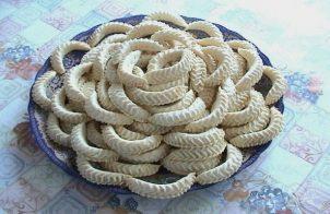 Marokkaanse koekjes Gazellehoorntjes - ka3b leghzal
