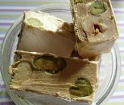 Noga met pistachenootjes en hazelnoten