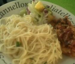 Pittige Spaghetti met kabeljauw en een Ananas Salade