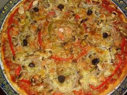 Pizza met tonijn en garnalen