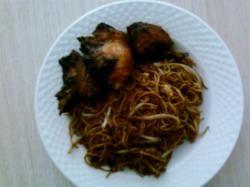 Chow min met geroosterde kip