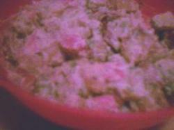 Warme frankfurters en aardappel-mosterdsalade