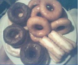Donuts gedoopt siroop