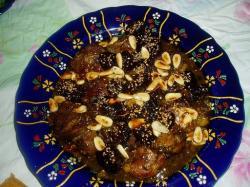 Vlees met gedroogde pruimen en amandelen