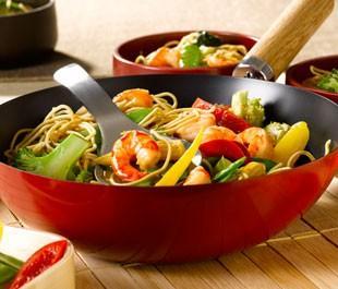 Noedels met garnalen en groente