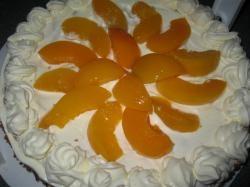 Perzik-slagroomtaart