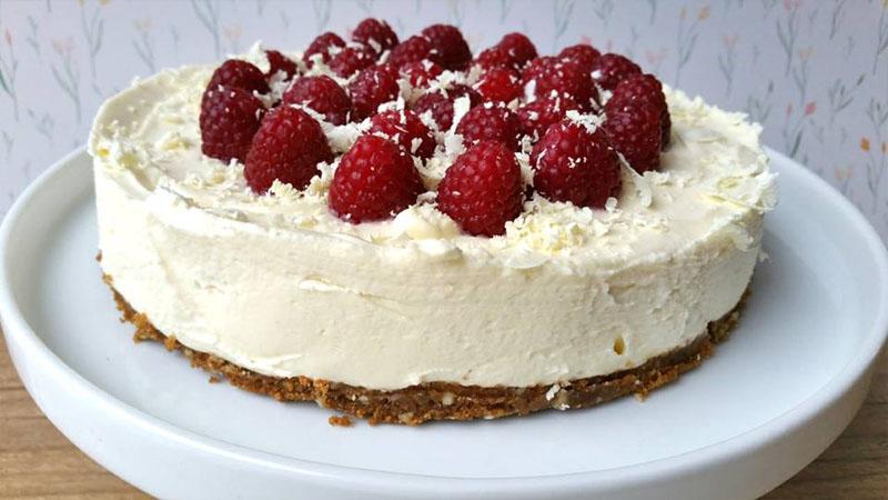 Mini cheesecakes met witte chocolade en frambozen - een taart
