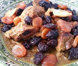 Tajine van lamsvlees met pruimen en abrikozen