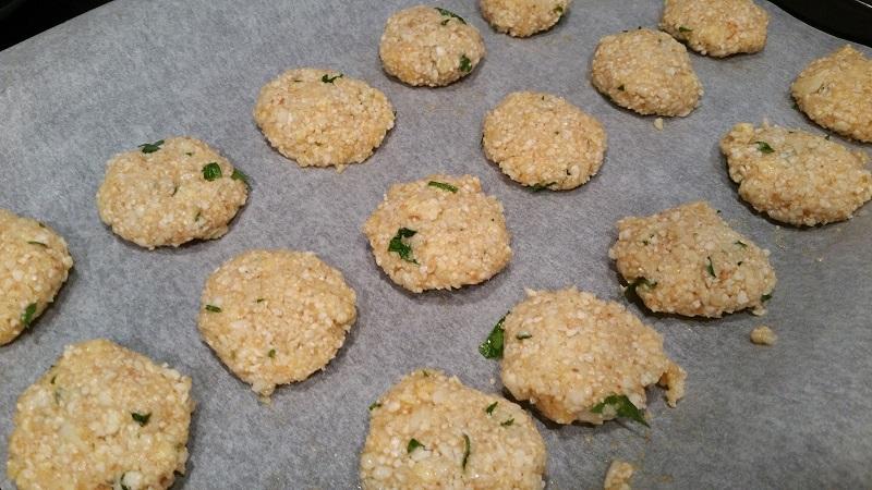 Bloemkoolnuggets - bloemkoolkoekjes uit de oven met kaas