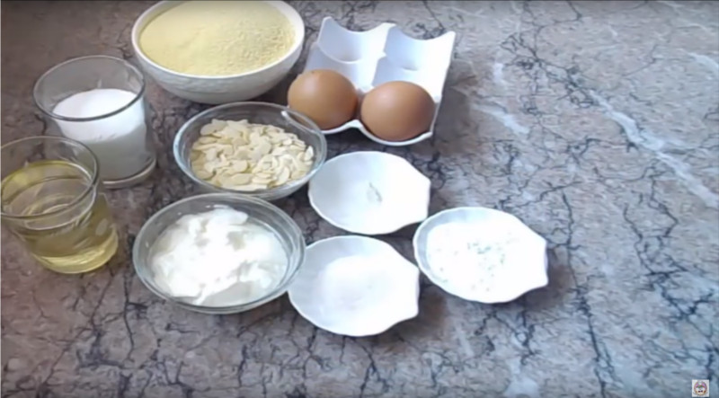 Kleine vanille Basbousat's lekker zacht en snel te maken - ingrediënten
