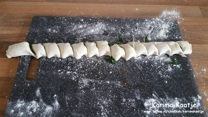Heerlijke en makkelijke spinazie en fetakaas hapjes bereidingsfoto 2