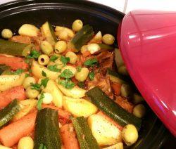 Traditionele Marokkaanse Tajine met vlees en groenten