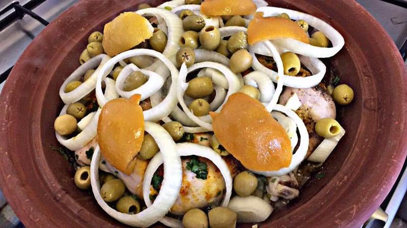 Marokkaanse Kiptajine uien olijven en citroen