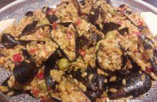 Mosselen met risotto rijst en olijven