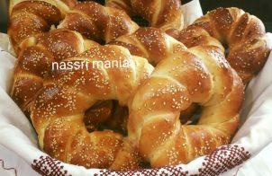 Thuis gemaakte zachte bagels met sesam