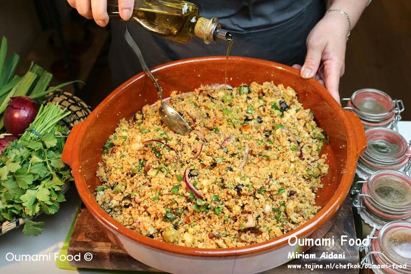 Couscous salade olijfolie toevoegen