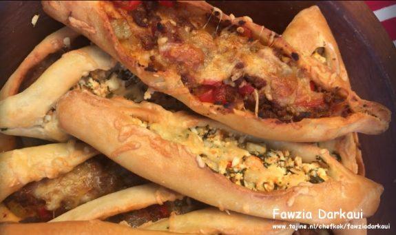 Turkse pide met gehakt en Turkse kaas