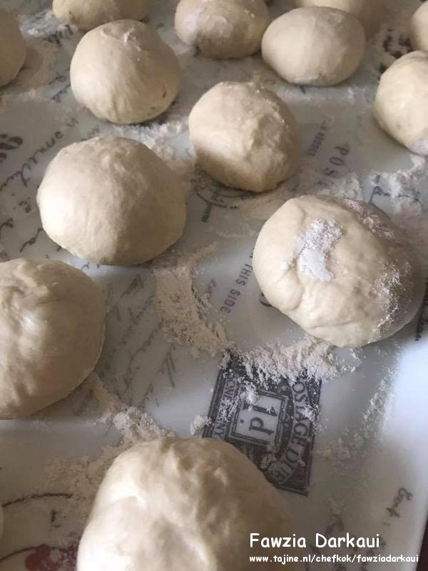 Turkse pide met gehakt en Turkse kaas deeg