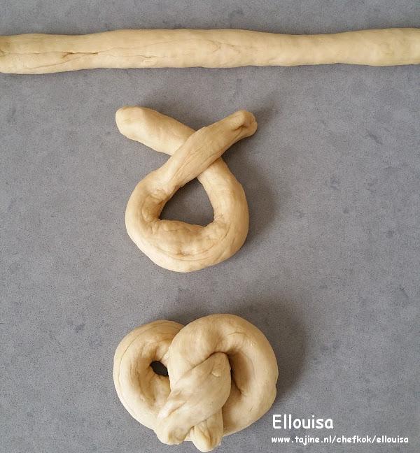 Zachte pretzels snelle broodjes om te maken vorm maken